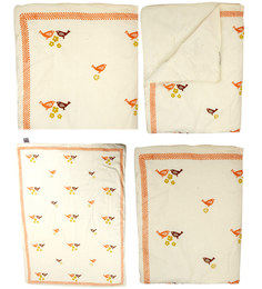 Cocobee Offwhite Sparrow And Flower Print Baby Quilt In White Colour